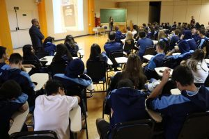 Bate-papo com alunos do Ensino Médio do Colégio Notre Dame